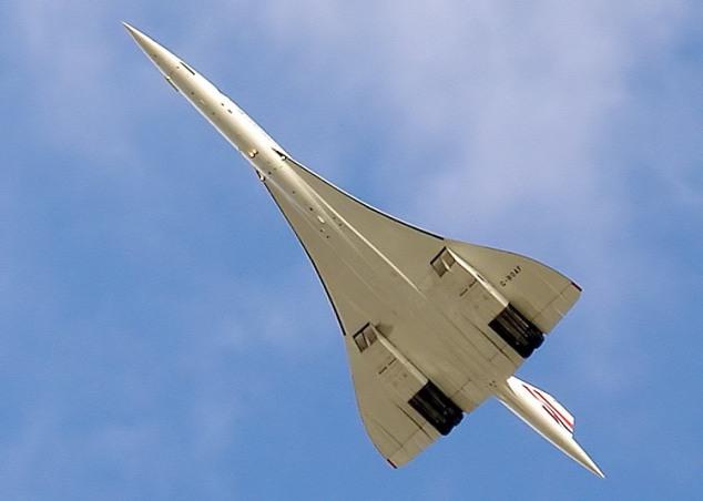 Concorde flies overhead