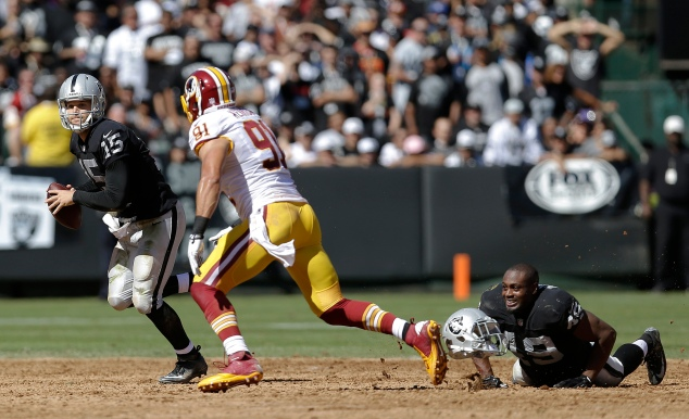 Matt Flynn (15) scrambles from Washington Redskins outside linebacker Ryan Kerrigan (91)