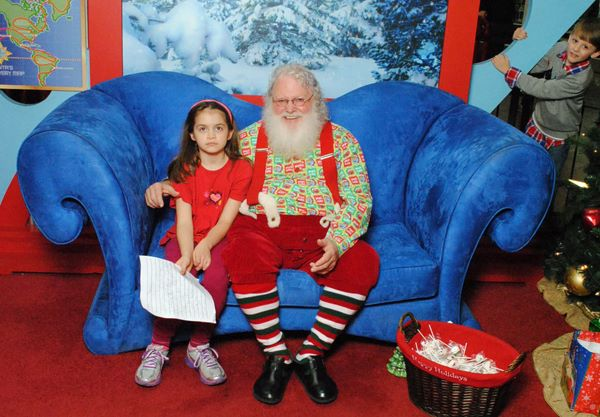 Kid photobombs Anna's Santa picture