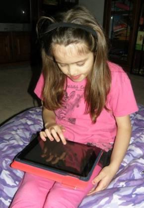 Anna and her iPad