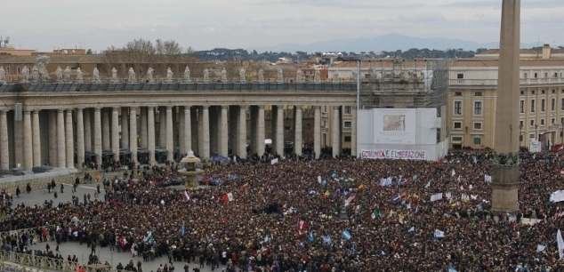 Crowd in St. Peter's Square