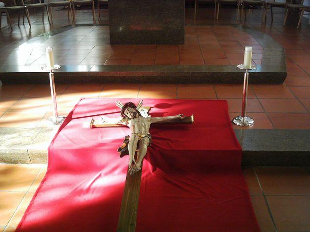 Veneration crucifix