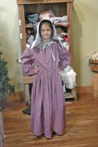 Anna in pioneer clothes